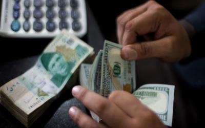 انٹر بینک : ڈالر کی قیمت میں تین پیسے اضافہ
