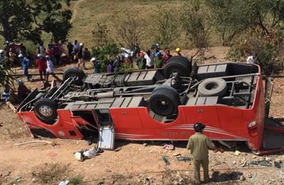 ویتنام:مسافر کوچ الٹنے سے 1 شخص ہلاک، 4 شدید زخمی