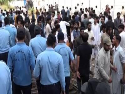 حکومتی پالیسیوں کیخلاف تاجروں کااسلام آباد میں دھرنا، پولیس کاتاجروں پر لاٹھی چارج، ایف بی آر سے مذاکرات ناکام، تاجروں کا ملک گیر ہڑتال کا اعلان