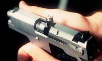 پستول میں گولی پھنسنے سے پولیس افسر کی جان بچ گئی