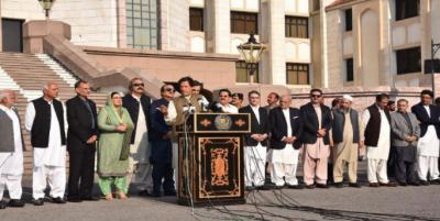 پاکستان مقبوضہ کشمیر کے عوام کی حمایت جاری رکھے گا: عمران خا ن