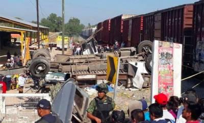 میکسیکو : ٹرین بس حادثے میں 9 افراد ہلاک