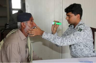 پاک بحریہ کی جانب سے عبدالرحمٰن گوٹھ، کراچی میں مفت آئی کیمپ کا انعقاد