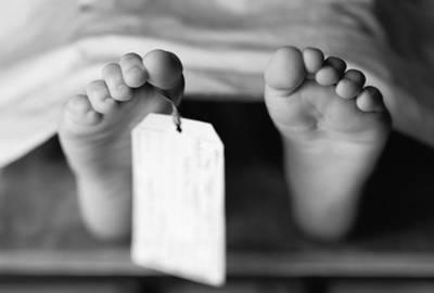 نواب شاہ: ڈاکٹرز کی غفلت،مردہ قرار دی گئی 4سالہ بچی زندہ نکلی