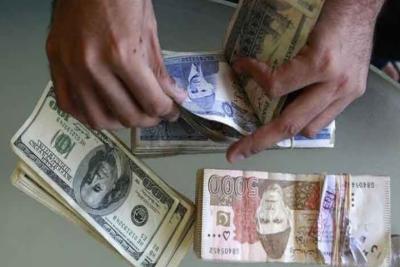 انٹر بینک میں ڈالر کی قدر میں آٹھ پیسے اضافہ