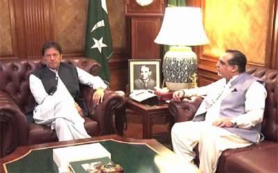 وزیراعظم عمران خان کی ایک روزہ دورے پر کراچی آمد، گورنر سندھ کی ملاقات