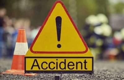 ٹھٹھہ:مسافر بس الٹنے سے 15سے زائد افراد زخمی