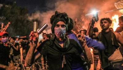 عراق:پرتشدد مظاہروں کے دوران مظاہرین خون میں لت پت,865 زخمی