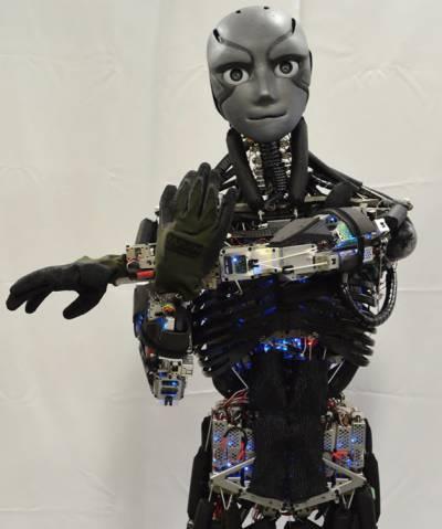 انسان نما روبوٹ کا شمالی جاپان کا دورہ