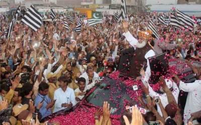 آزادی مارچ کے شرکا کا پشاور موڑ پر پڑاؤ، مولانا خطاب کریں گے