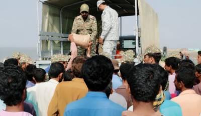 پاک بحریہ کی سندھ کے ساحلی علاقوں میں راشن کی تقسیم