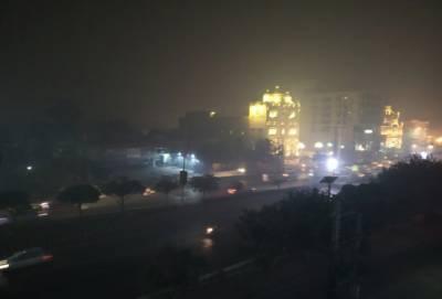 لاہور میں بدترین سموگ، شہریوں کو سانس لینے میں دشواری، بیماریاں پھیلنے کا خطرہ