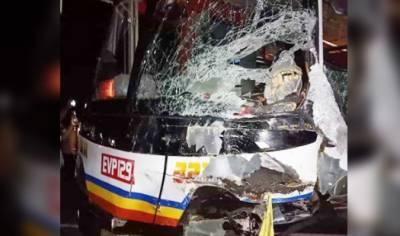 فلپائن:مسافر وین اور بس میں تصادم،8 افراد ہلاک،4زخمی