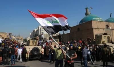 عراقی مظاہرین نے ناصریہ میں ریفائنری میں داخلے کا راستہ بند کر دیا
