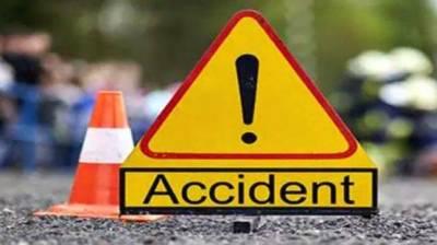 خانیوال: مسافر بس اور ٹرک میں تصادم، 4 افراد جاں بحق، 17 زخمی