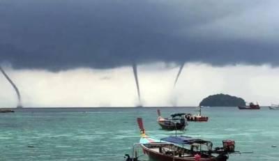 اٹلی کے ساحل پر خطرناک پانی کے بگولے