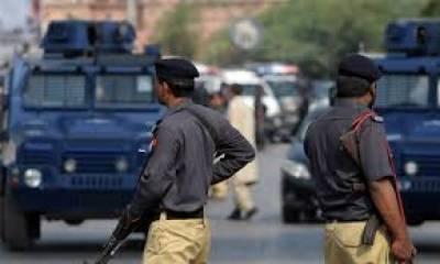 کراچی:ڈاکو شہریوں کے ہتھے چڑھ گیا، تشدد کے بعد پولیس کے حوالے