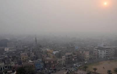 لاہور میں سموگ کا راج برقرار