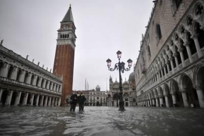 سیلابی صورتحال،اٹلی کا خوبصورت شہر وینس پانی میں ڈوب گیا،2افرادہلاک