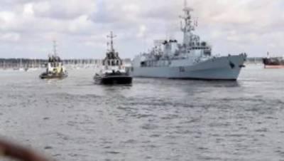 پاک بحریہ کے جہاز پی این ایس معاون اور اصلت کا مراکش کی بندرگاہ کا دورہ