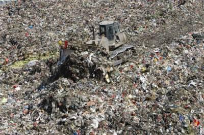 چین میں کچرا ٹھکانے لگانے والا گڑھا 25 سال پہلے ہی بھر گیا