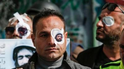 مجرم صہیونیوں نے فلسطینی صحافی کی آنکھ میں گولی ماردی