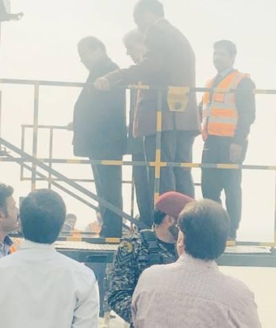 نواز شریف علاج کیلئےایئر ایمبولینس میں شہباز شریف،ذاتی معالج ڈاکٹر عدنان کے ہمراہ لندن روانہ