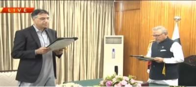 اسد عمر ایک بار پھر کابینہ کا حصہ بن گئے،وفاقی وزیرکاحلف اٹھالیا
