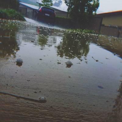 آسٹریلیا کے ساحلی علاقوں میں طوفان، ژالہ باری سے معمولات زندگی درہم برہم