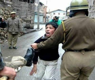 مقبوضہ کشمیر : کرفیواورلاک ڈاؤن کا 108واں روز،بھارتی غاصب فورسز کی جانب سے مظالم کی شدت میں مزید اضافہ