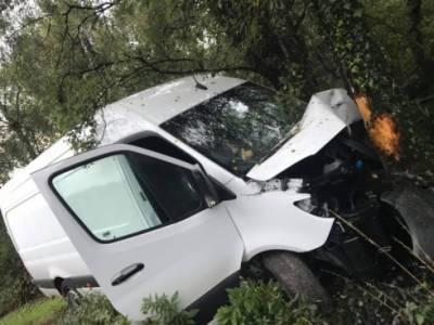 تاندلیانوالہ کے قریب وین درخت سے ٹکرا گئی، 3 افراد جاں بحق، 5 زخمی