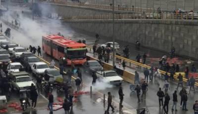 ایران:پیٹرول کی قیمتوں میں اضافے کیخلاف احتجاج،ہلاکتیں 100سے تجاوز