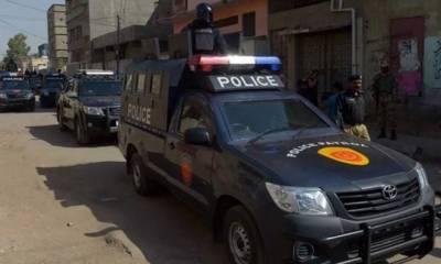 شہرقائد میں پولیس اہلکاروں کی کار پر فائرنگ،شہری جاں بحق