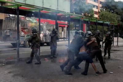 چلی، پولیس کی طرف سے فائر کی جانے والی ربر کی گولیوں سے حکومت مخالف مظاہروں کے درجنوں شرکاء اندھے