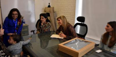 ملکہ میکسیما کا لاہور میں تیز مالیاتی خدمات کے دفتر کا دورہ