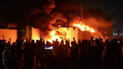 عراق:مظاہرین نے نجف شہر میں ایران کے قونصل خانے کونذرآتش کردیا
