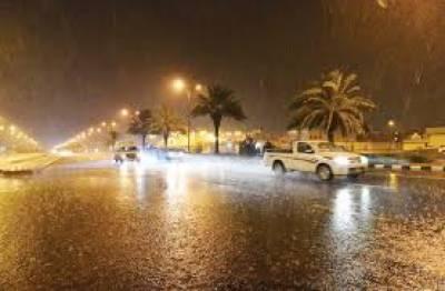 سعودی عرب میں طوفانی بارشوں سے نظامِ زندگی معطل