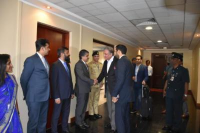 شاہ محمود قریشی سرکاری دورے پر سری لنکا پہنچ گئے