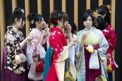 ذہین مردوں کو سقراط کہہ کرمخاطب کریں، جاپانی میگزین کا خواتین کو مشورہ