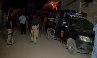 کراچی: مسلح افراد کی فائرنگ سے دو پولیس اہلکار زخمی