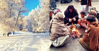 ملک کے مختلف شہروں میں بارشوں اور پہاڑوں پر برفباری سے سردی کی شدت میں اضافہ ہو گیا