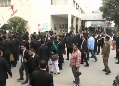 لاہور :انسٹی ٹیوٹ آف کارڈیالوجی میں وکلا کی ہنگامہ آرائی,4 افراد زخمی