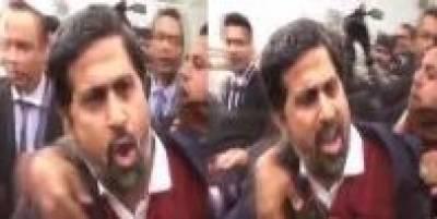 لاہور:مشتعل وکلا کا صوبائی وزیر فیاض چوہان پر بھی حملہ