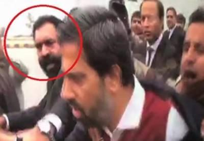 فیاض الحسن چوہان پر حملہ کرنیوالوں میں سے ایک وکیل کی شناخت ہوگئی