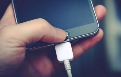 موبائل فون کی بیٹری چارج کرنے کیلئے اب بجلی کی ضرورت نہیں