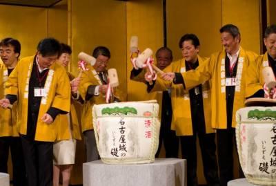 جاپان ، سال نو کی آمد کے موقع پر چاول کے پیڑوں کا چڑھاوا
