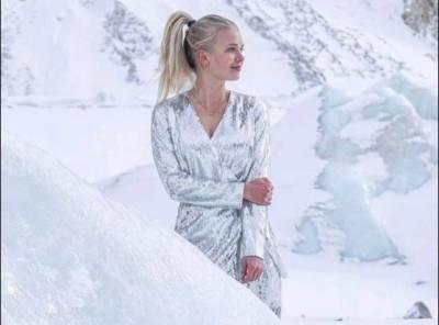 فن لینڈ کی سابق مس ورلڈ کا پاکستانی پہاڑوں کے درمیان منفی22 سینٹی گریڈ میں ماڈلنگ