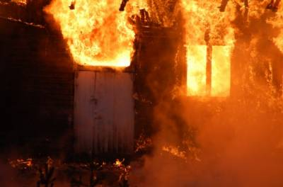 گجرات: گھر میں آگ لگنے سے ایک ہی خاندان کے 6 افراد جھلس کر جاں بحق