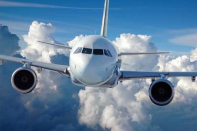 لاہور ایئرپورٹ پر طیارہ لینڈنگ کے دوران 2 ایئرہوسٹس گر کرزخمی