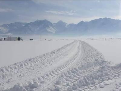 اسکردو ایئر پورٹ پر فلائٹ آپریشن بند ،کئی دن گزرنے کے باوجود رن وے سے برف نہ ہٹائی جاسکی